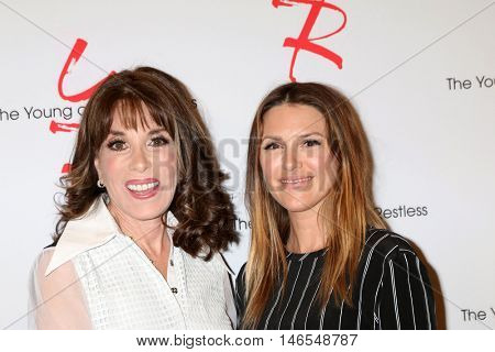 LOS ANGELES - SEP 8:  Kate Linder, Elizabeth Hendrickson at the Young and The Resltless 11,000 Show Celebration at the CBS Television City on September 8, 2016 in Los Angeles, CA