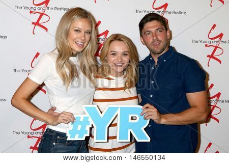 LOS ANGELES - SEP 8:  Melissa Ordway, Hunter King, Robert Adamson at the Young and The Resltless 11,000 Show Celebration at the CBS Television City on September 8, 2016 in Los Angeles, CA
