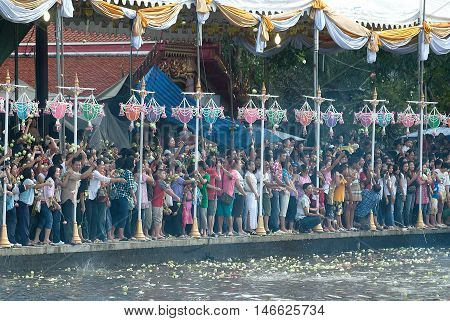 SAMUT PRAKAN,THAILAND-OCTOBER 3, 2009 :The Lotus throwing into the boat (Rup Bua Festival ) in Samut Prakan,Thailand. Devotees throw lotus flowers to boat procession that carry Buddha image on the end of Buddhist Lent.