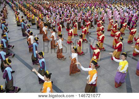 Chiang Mai, Thailand - April 11 ,2016 : Folk Dance And Contemporary Dance Chiang Mai 720Th Anniversa