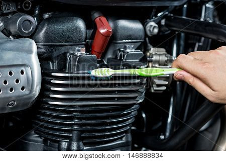 Motorcycles detailing series : Cleaning vintage motorcycle engine with toothbrush