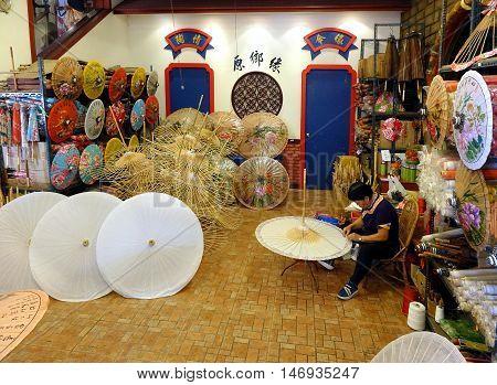 Making Chinese Paper Umbrellas