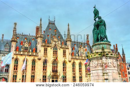 Statue Of Jan Breydel And Pieter De Coninck And The Provinciaal Hof Palace In Bruges - Belgium
