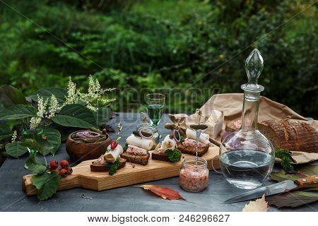 Lard Bread With Onion Rings, Horse Radish And Chili,