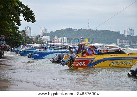 Pattaya, Thailand- 20 Jun, 2018: Speed Boat Parking On Pattaya Bay Waiting Tourist For Koh Larn Isla