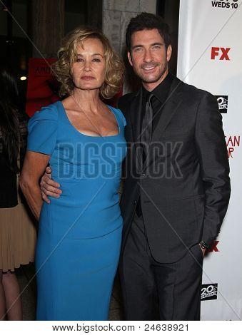 LOS ANGELES - JAN 16:  Jessica Lange & Dylan McDermott arrives to the