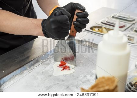 Frozen Hand-made With Crushed Fruits And Cold-rolled Fruit Rolls, Hand-made Ice Cream