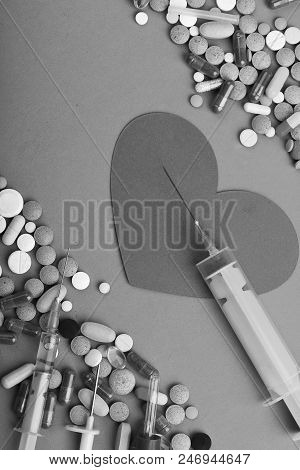 Heart Disease And Medicine Concept. Frame Made Of Round Pills And Capsules Put Parallelly. Set Of Co