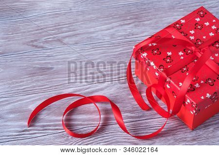 Colorfull Valentines Day Paper Background With The Gift