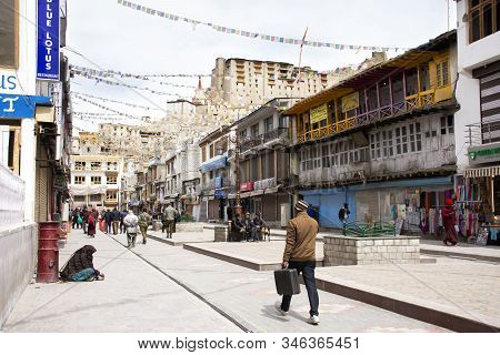 Indian People And Travelers Foreigner Walking Travel Visit And Sale Buy Product In Leh Main Bazaar A