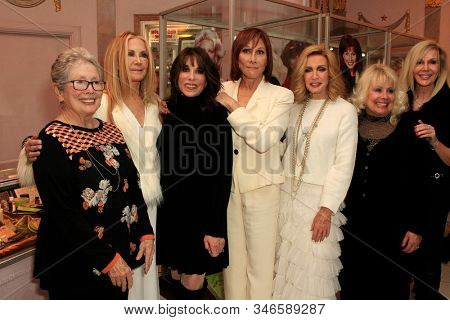 LOS ANGELES - JAN 18: Jackie Joseph, Joan Van Ark, Kate Linder, Michele Lee, Donna Mills at the Hollywood Museum for the 40th Anniversary of