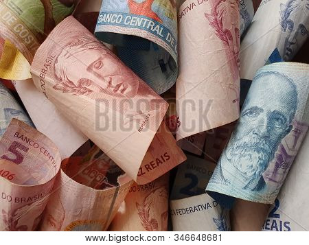 Approach To Costa Rican Banknotes And Brazilian Bills