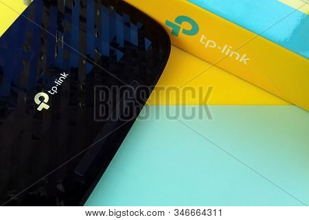 Wireless Router Modem Tp Link Archer C20 Ac750 And Colored Cardboard Box With Tp-link Logo