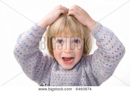 Niño cabeza rasguño picazón aislada en blanco