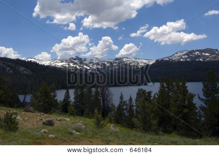 Sierra Mountains With Blue Sky And Clouds PCT0025