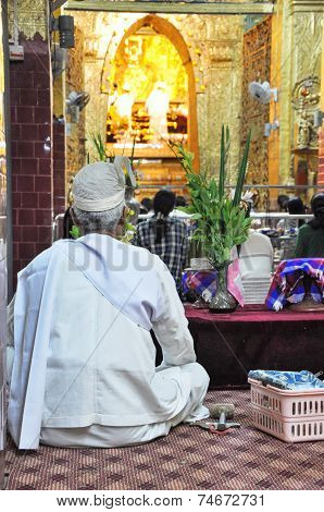 Mandalay, Myanmar - October 9, 2013: Buddhist Participate In Ritual Of Face Wash To Buddha