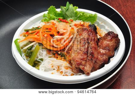 Vietnamese rice vermicelli with grilled pork