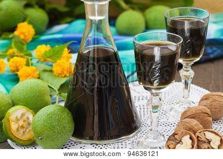 Green walnut alcohol cocktail