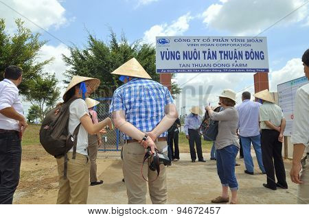 Dong Thap, Vietnam - March 1, 2013: International Reporters And Journalists Are About To Enter A Pan