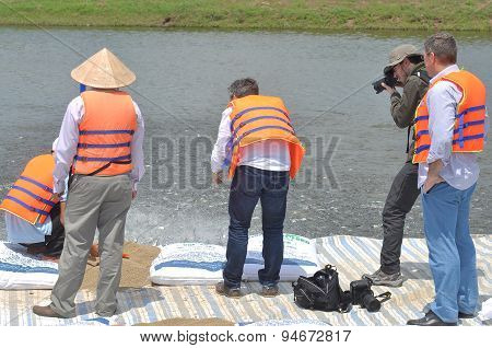 Dong Thap, Vietnam - March 1, 2013: International Reporters And Journalists Are Visiting A Pangasius