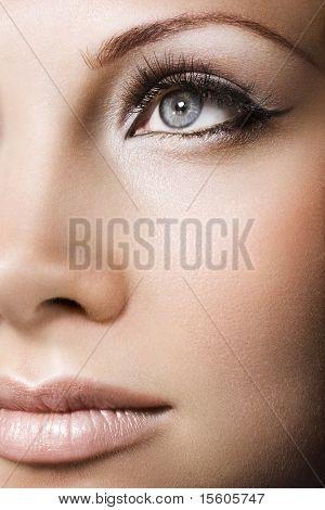 Frau schöne Gesicht mit perfekten Make-up