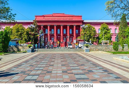 KIEV UKRAINE - SEPTEMBER 8 2016: The way from park of Taras Shevchenko to the same named National University on September 8 in Kiev.