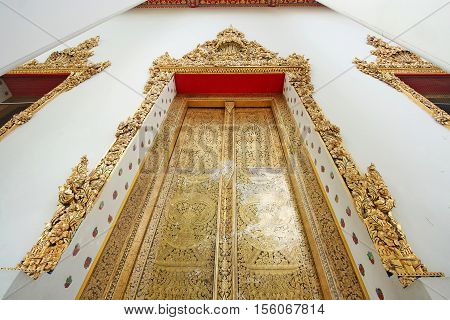 Bangkok-Thailand : architecture important of door passageway in Wat Pho on October 222016