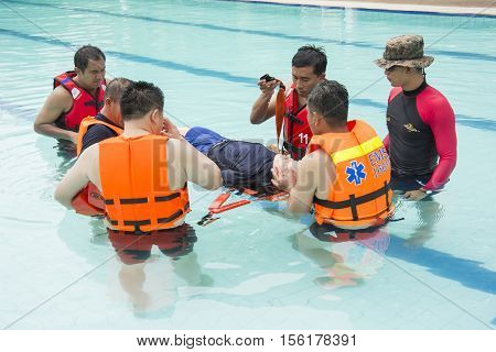 RESCUE WATER DUMMY IN DROWNING CASE TRAINING BANGKOK NOVEMBER 8 2016: pack board victim c spine injury and drowning case training course at BANGKOK THAILAND NOVEMBER 8 2016