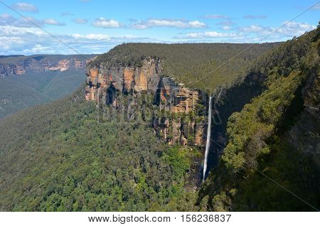 Govetts Leap Falls Descending Into The Grose Valley Located Within The Blue Mountains New South Wale