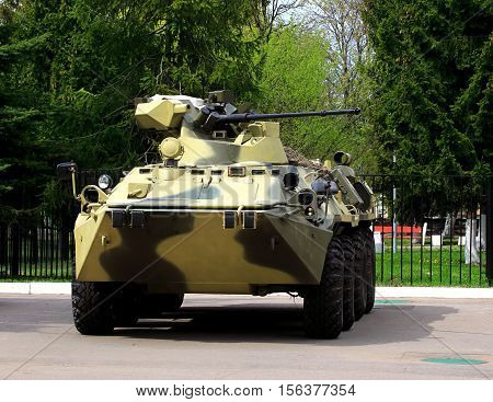 Armoured vehicle for infantery transportation with 30 millimeter cannon and machine gun