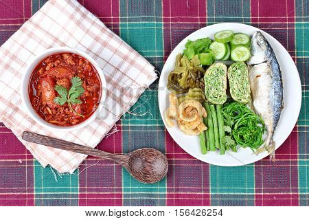 Spicy Meat And Tomato Dip,nam Prik Ong,with Side Dish