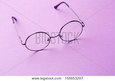 Round glasses with transparent lenses
