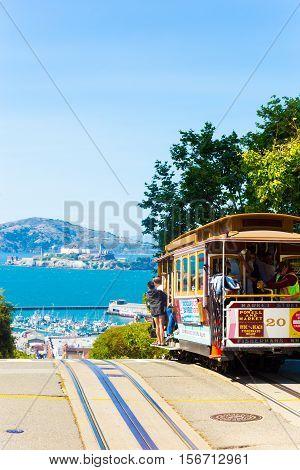 Cable Car Descending Hyde St Crest Hill Alcatraz V