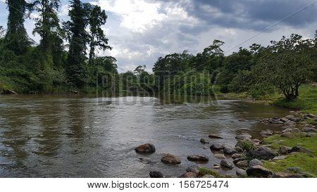 rio wampu en la bisofera hondureña con dificil acceso