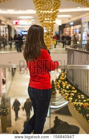 Toughtful woman in mall thinking for Christmas shopping