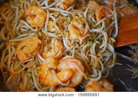 Stir-fried Shrimps With Soy Sprout