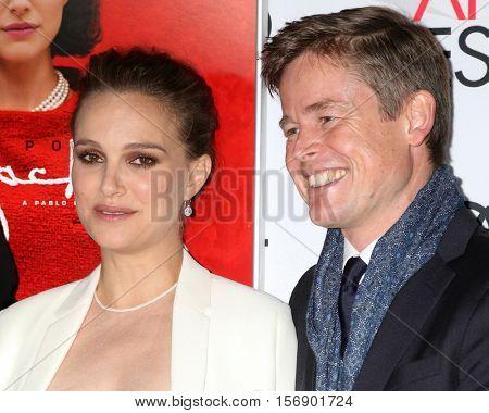 LOS ANGELES - NOV 14:  Natalie Portman, Caspar Phillipson at the