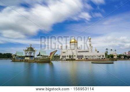 The floating & famous Sultan Omar Ali Saifuddien Mosque in Brunei Darusallam with blue sky background & reflection from the calm lake.The beautiful building & attraction places in Brunei Darussalam.