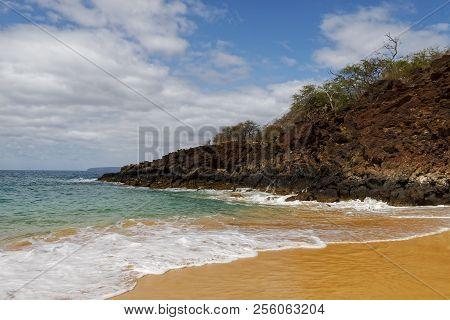 Big Beach On The Maui Coast. Hawaii Scenic Beauty