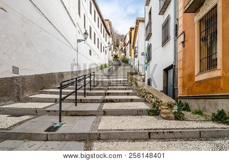 Granada, Spain - February 21, 2015: Urban Scene, View Of A Street In Granada, Andalusia, Southern Sp