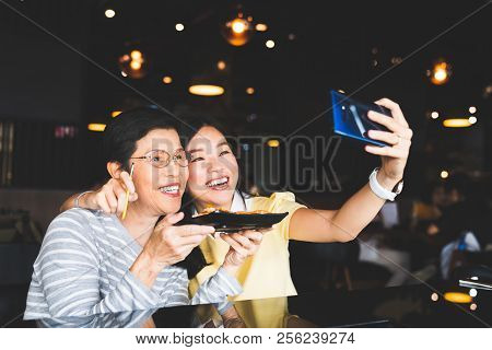 Bangkok, Thailand - Aug 28, 2018: Asian Mother And Daughter Taking Selfie Photo Together With Food A