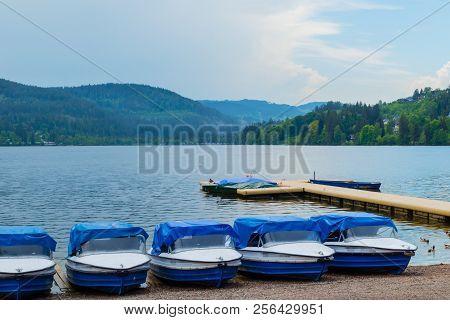 Tretboote Am Titisee Im Schwarzwald Sommer Deutschland