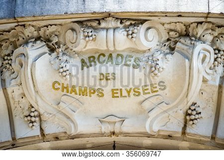 Paris/france - September 10, 2019 : The Arcades Stores Gallery Entrance On Champs-elysees Avenue