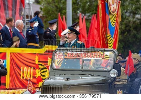 Anapa, Russia - May 9, 2019: Veteran In A Military Old Car Greets Honorary Figures In The Theater Sq
