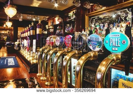 Oxford, Uk - 02 March 2020: Rows Of Draught Beer In A Typical British Pub