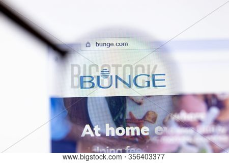 Los Angeles, California, Usa - 20 March 2020: Bunge Company Logo On Website Page Close-up On Screen,