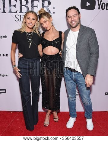 LOS ANGELES - JAN 27:  Yael Cohen, Hailey Bieber and Scooter Braun {Object} arrives for the Premiere Of YouTube Originals'