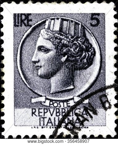02.09.2020 Divnoe Stavropol Territory Russia The Postage Stamp Italy 1955 Italia - Syracusean Coin F
