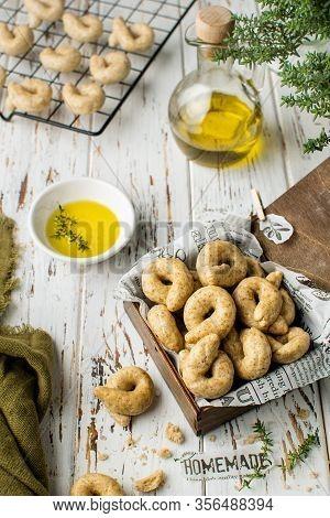 Traditional Italian Snack Taralli Ready To Bake