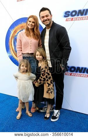 LOS ANGELES - JAN 25:  Joanna Garcia, Nick Swisher, Sailor Swisher, Emerson Swisher at the Sonic The Hedgehog Family Day Event at the Paramount Theatre on January 25, 2020 in Los Angeles, CA